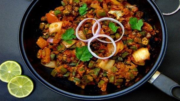 Bhindi Do Payaz - بھنڈی دو پیازہ