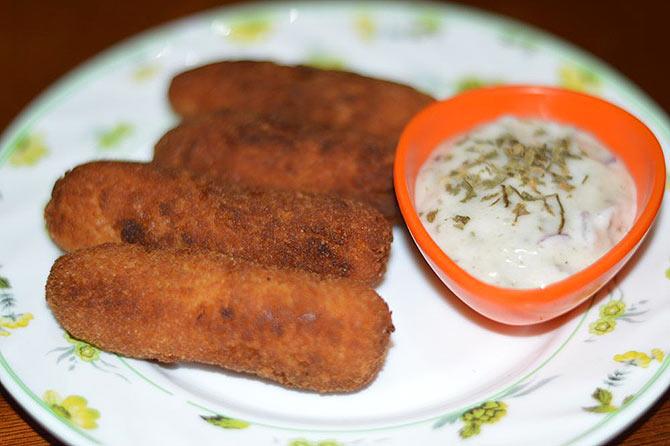 Fish Fingers With Tartar Sauce - فش فنگرز ود ٹارٹر سوس
