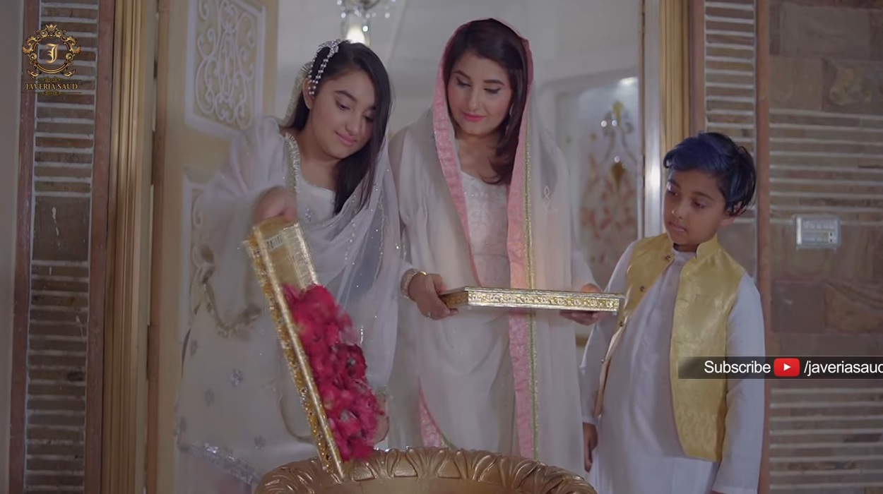 Javeria Saud with her Kids in Online Ramazan Transmission at her Home