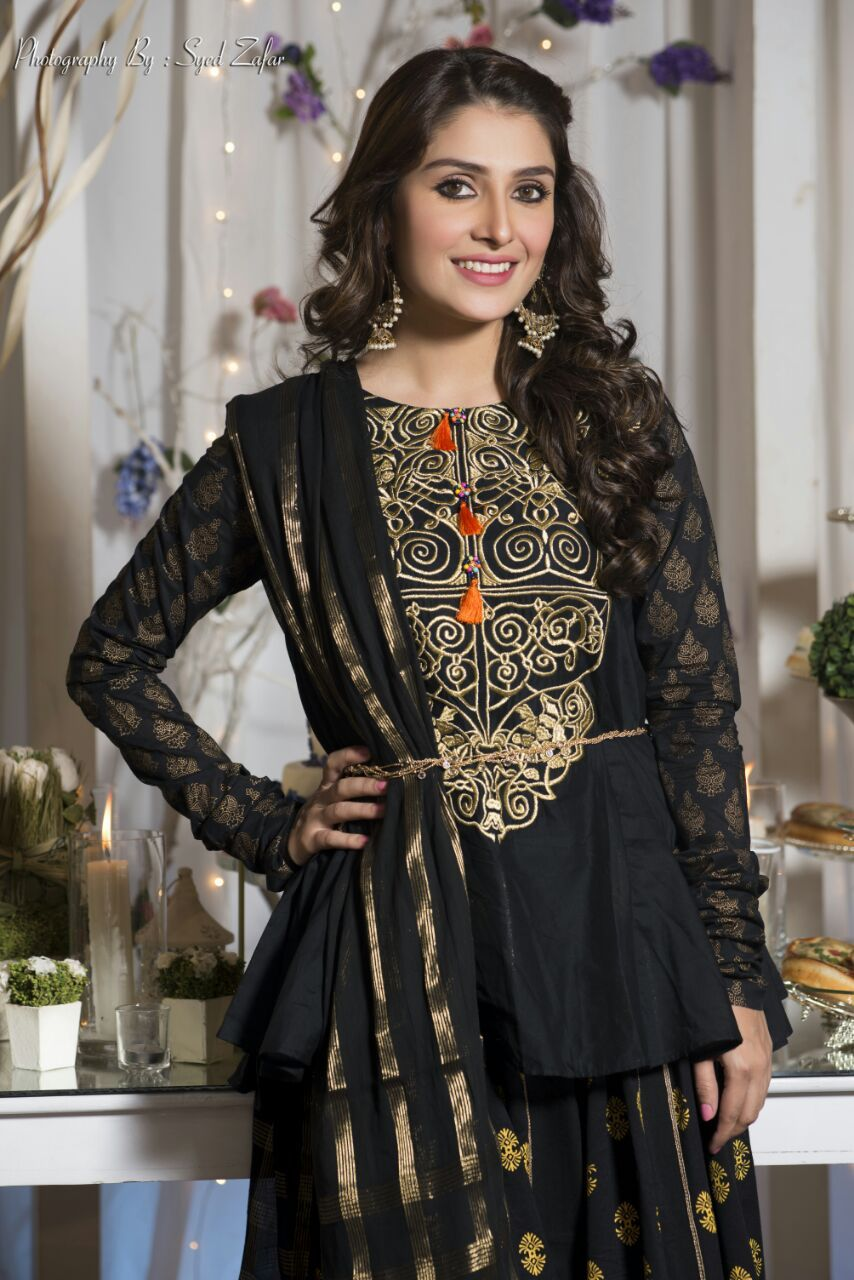 Actresses love to wear black dresses