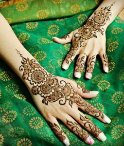 Simple designs of henna for young girls