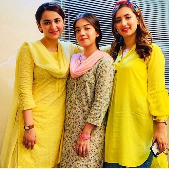 Yumna Zaidi and Komal Aziz on the Set of Drama Raaz e Ulfat
