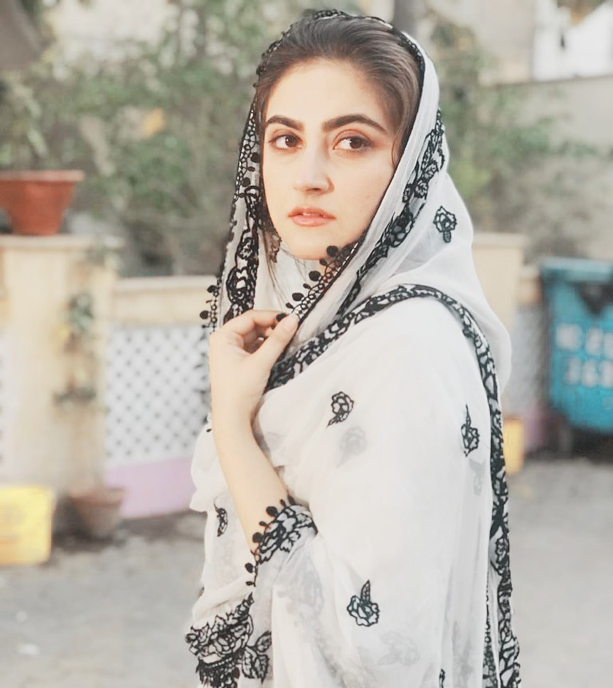 Hiba Bukhari is a Pakistani television actress. She played role of Seemal in the Hum TV's Thori Si Wafa (2017) for which she won the Hum Award for Best Soap Actress. She is also known for her leading roles in Bholi Bano (2017), Silsilay (2018), Haara Dil (2018), Ramz-e-Ishq (2019), Deewangi (2019) and Tarap (2020). In her acting career, she has paired opposite acclaimed actors including Danish Taimoor, Syed Jibran, Junaid Khan and Mikaal Zulfiqar.