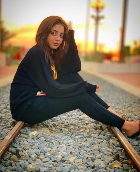 Beautiful Alizeh Shah Leatest Instagram Picture: