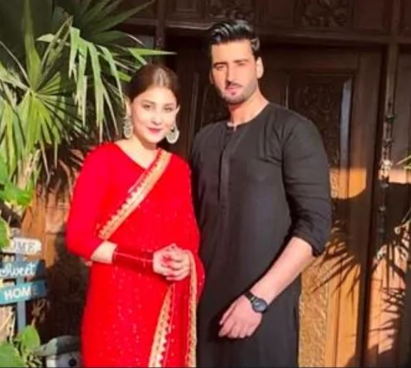 """Many celebrities send congratulations, love to the newly wed couple. Hina Ataf started her acting career from a super hit drama """"Udarri"""" and after that drama she proved her incredible acting skills in many hit dramas. She is a famous host and viewers love her unique style of hosting."""