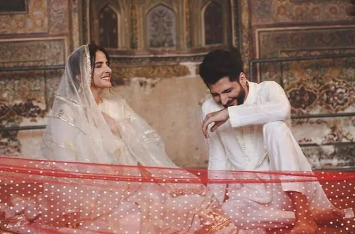 Bilal Saeed and Saba Qamar song Qubool Hai has been shoot in Mosque Wazir Khan and some beautiful pics have been shared with fans. This song is about a couple who has been newly nikkahfied. Bilal Saeed has performed the role of groom and Saba Qamar has performed the role of the bride in the music video. Bilal Saeed has previously worked with singer Momina Mustehsin in his song Baari. It was a super hit song because of the amazing voice of both singers and attractive visuals.